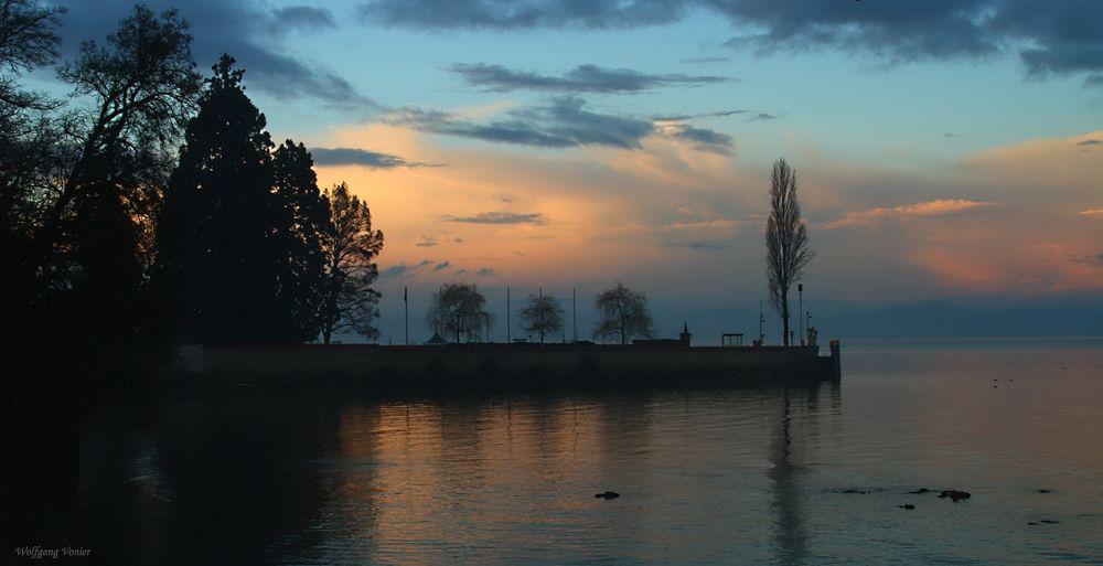 Sonnenuntergang am Hafen der Insel Mainau