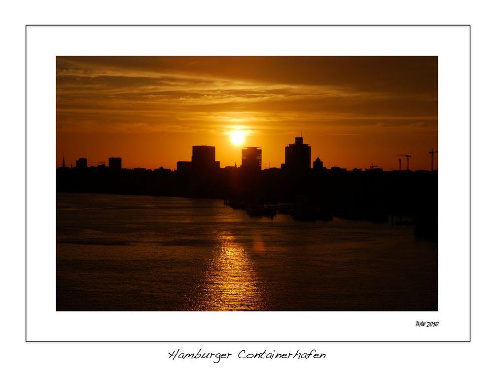 Sonnenuntergang am Hamburger Hafen (Landungsbrücken)