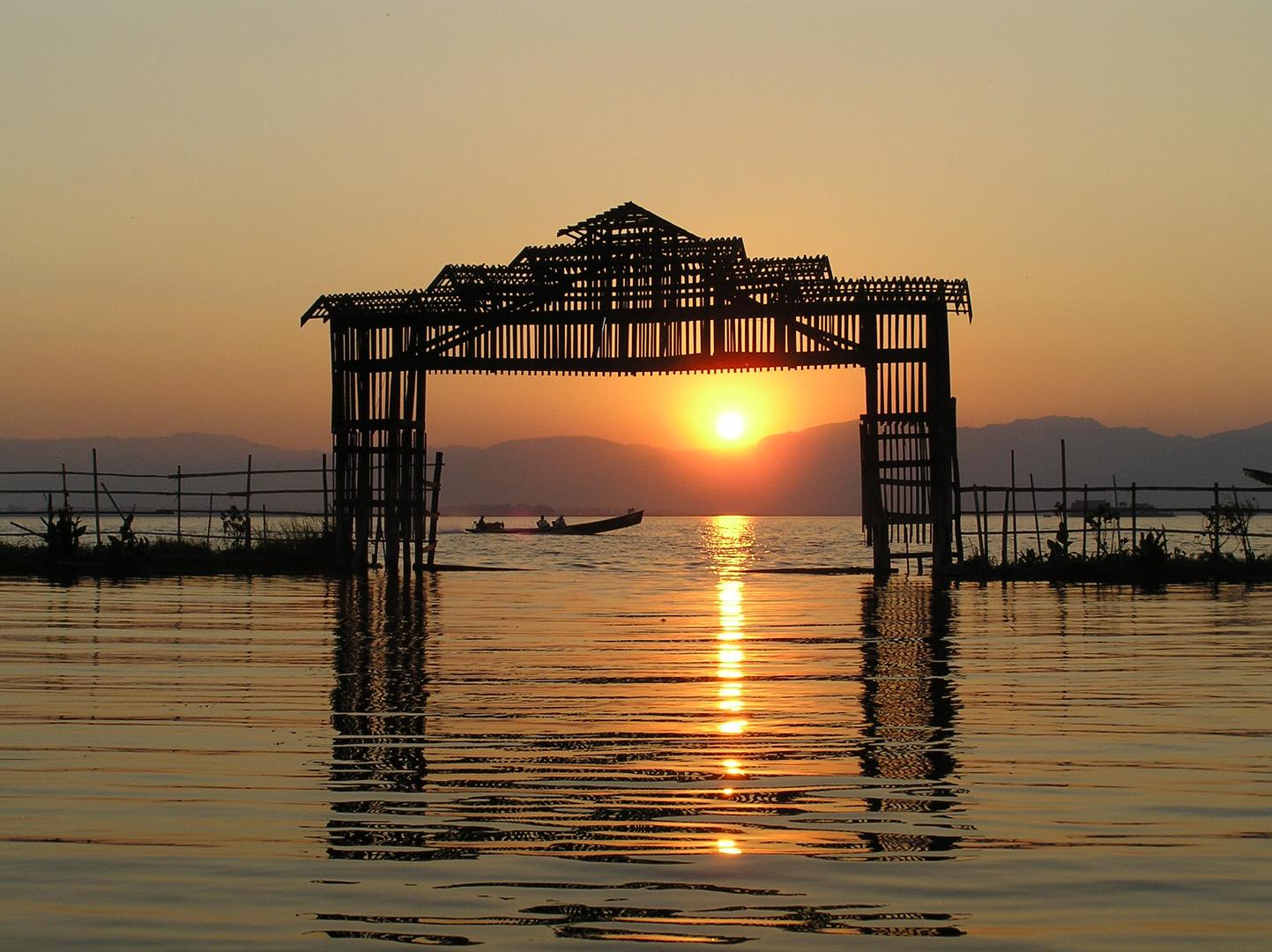 Sonnenuntergang am Inlesee in Burma