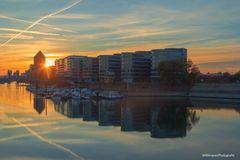 Sonnenuntergang am Innenhafen Duisburg