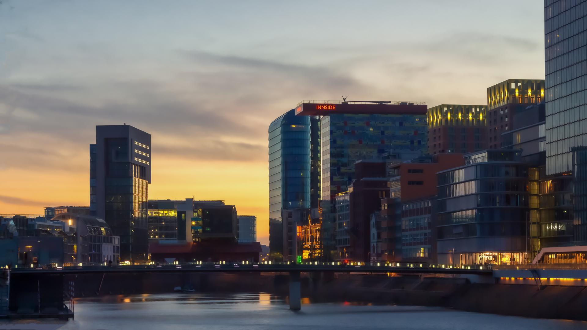 Sonnenuntergang am Medienhafen