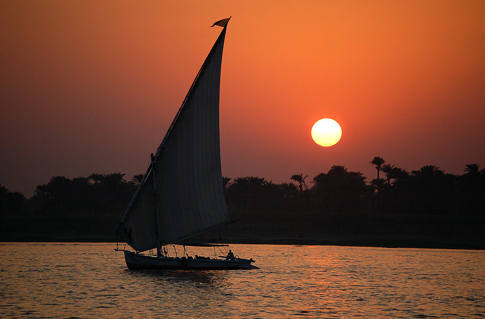 Sonnenuntergang am Nil im südlichen Ägypten