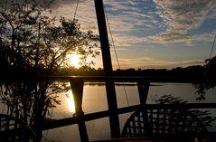 Sonnenuntergang am See der Krokodile
