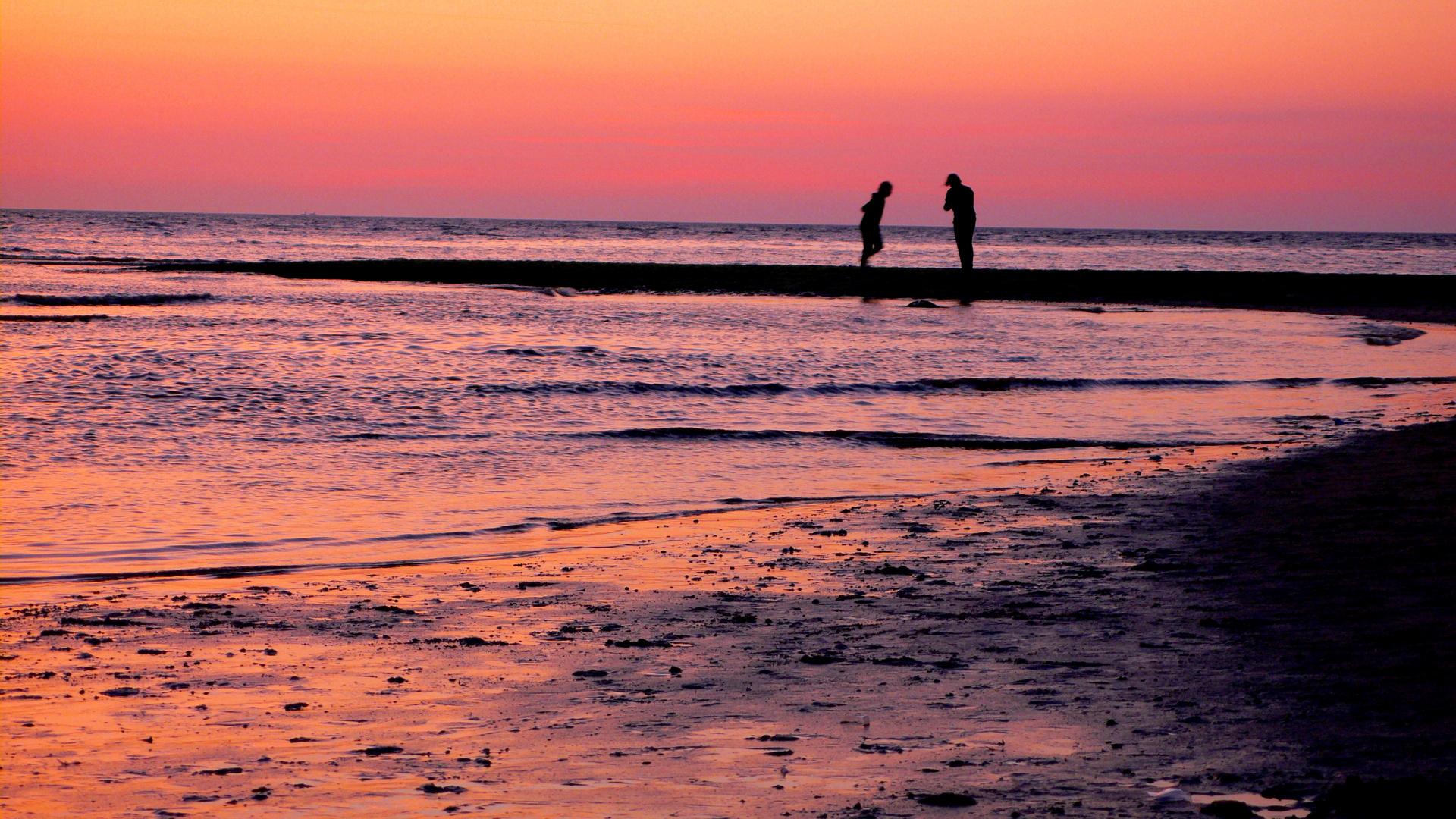Sonnenuntergang am Strand ...