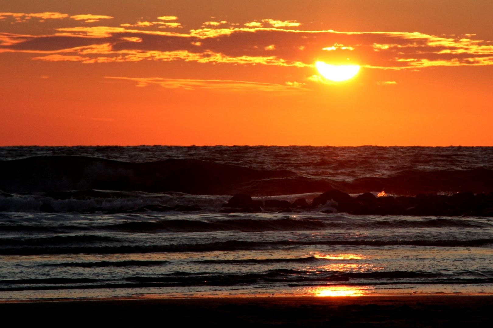 *Sonnenuntergang am Strand*