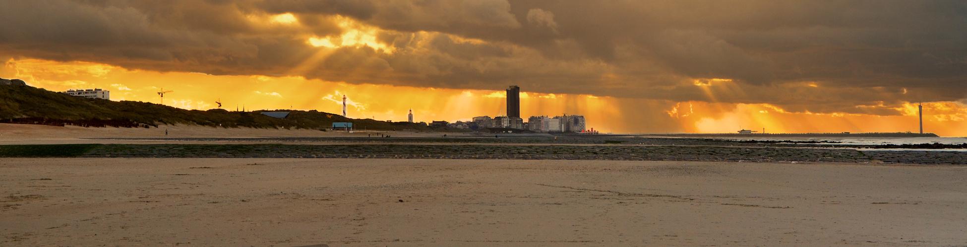 Sonnenuntergang am Strand in Flandern