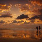Sonnenuntergang am Strand von Kuta - Bali, Indonesien