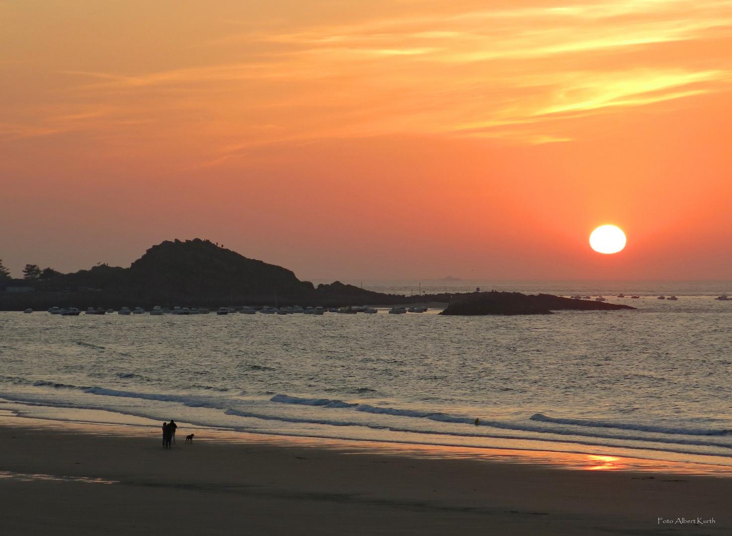 Sonnenuntergang am Strand von Sables d´Or les Pins