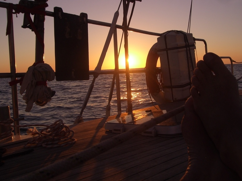 """Sonnenuntergang an Bord der """"Great Escape"""" vor Ibiza"""