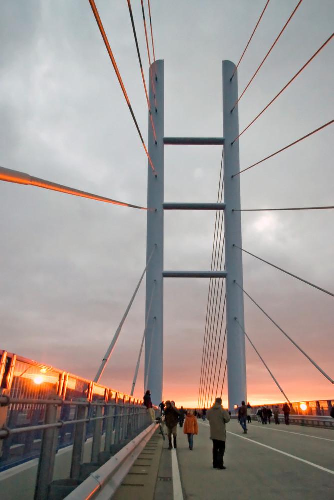 Sonnenuntergang an der Rügenbrücke