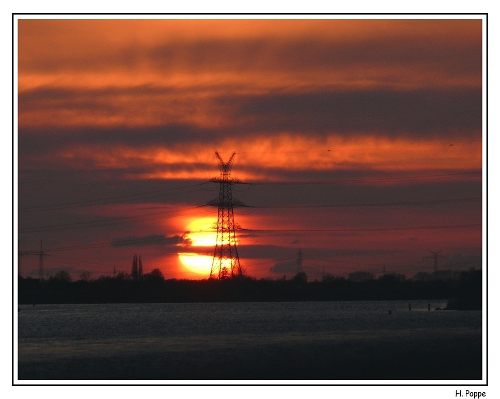 Sonnenuntergang an der Unterelbe.