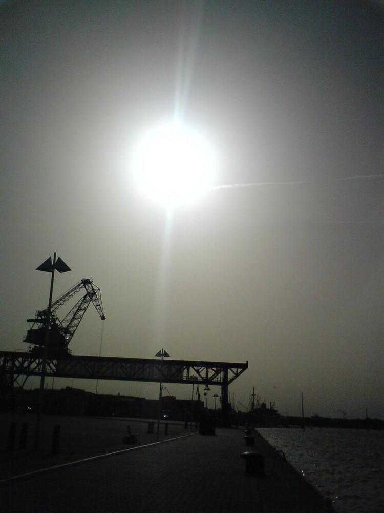 Sonnenuntergang an der Warnow in Rostock