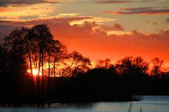 Sonnenuntergang an einem Seitenarm der Havel