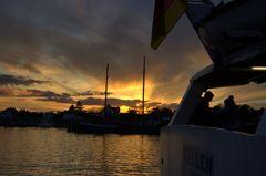 Sonnenuntergang an Hafen von Vitte