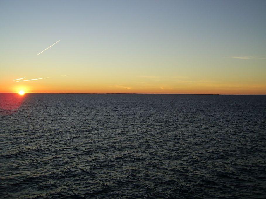 Sonnenuntergang auf dem Weg nach Schweden
