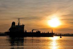 Sonnenuntergang auf der Elbe...