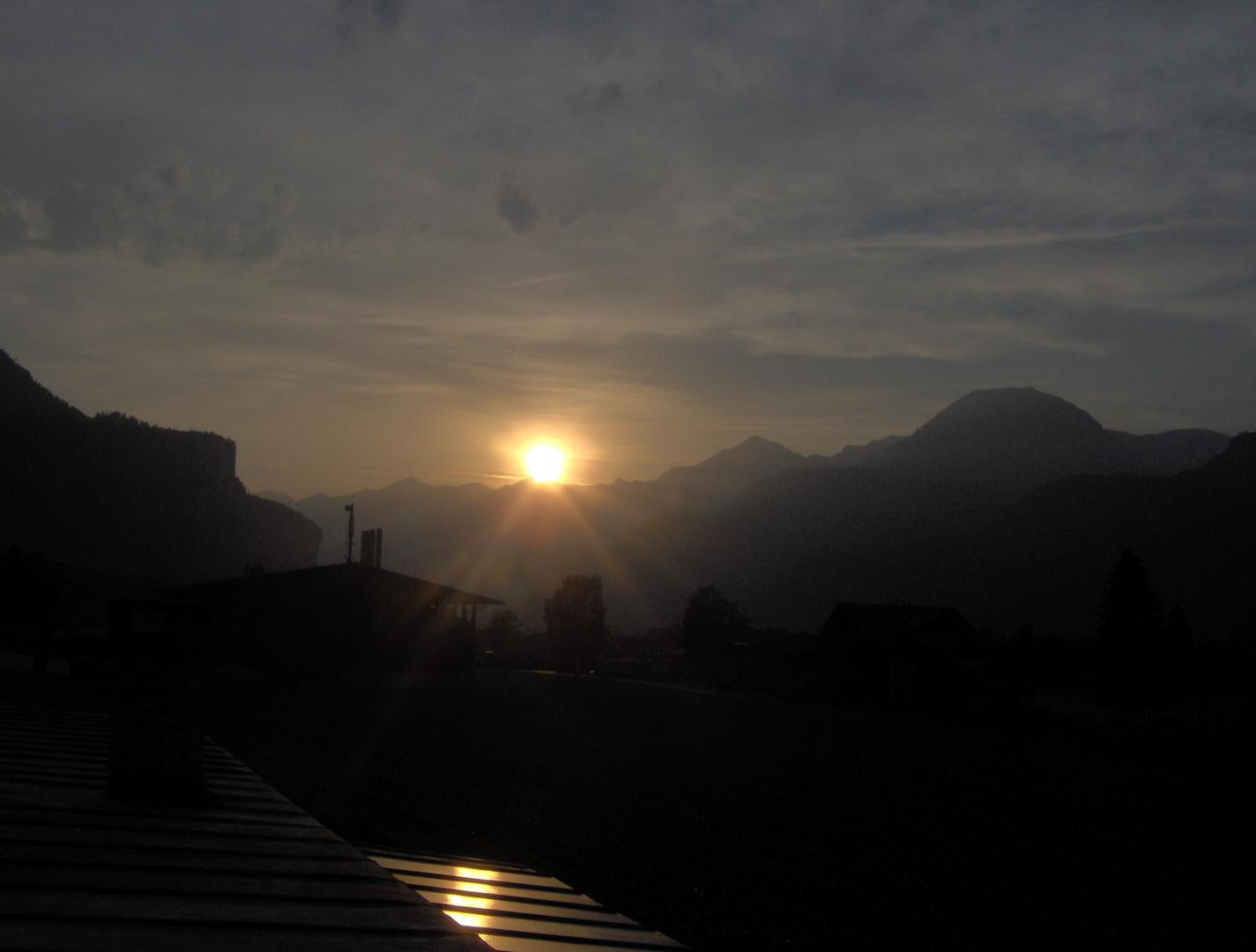 Sonnenuntergang aus Meiringen aus gesehen