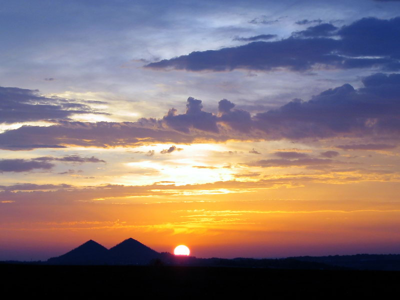 Sonnenuntergang bei den Pyramiden