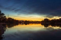 Sonnenuntergang bei der Donaubrücke Schwabelweis bei Regensburg