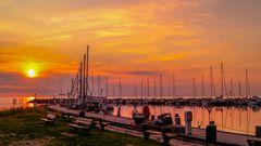 Sonnenuntergang beim Hafen ...