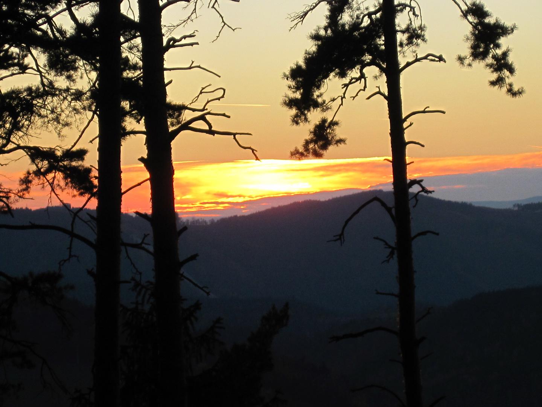 Sonnenuntergang hinter den Saalebergen