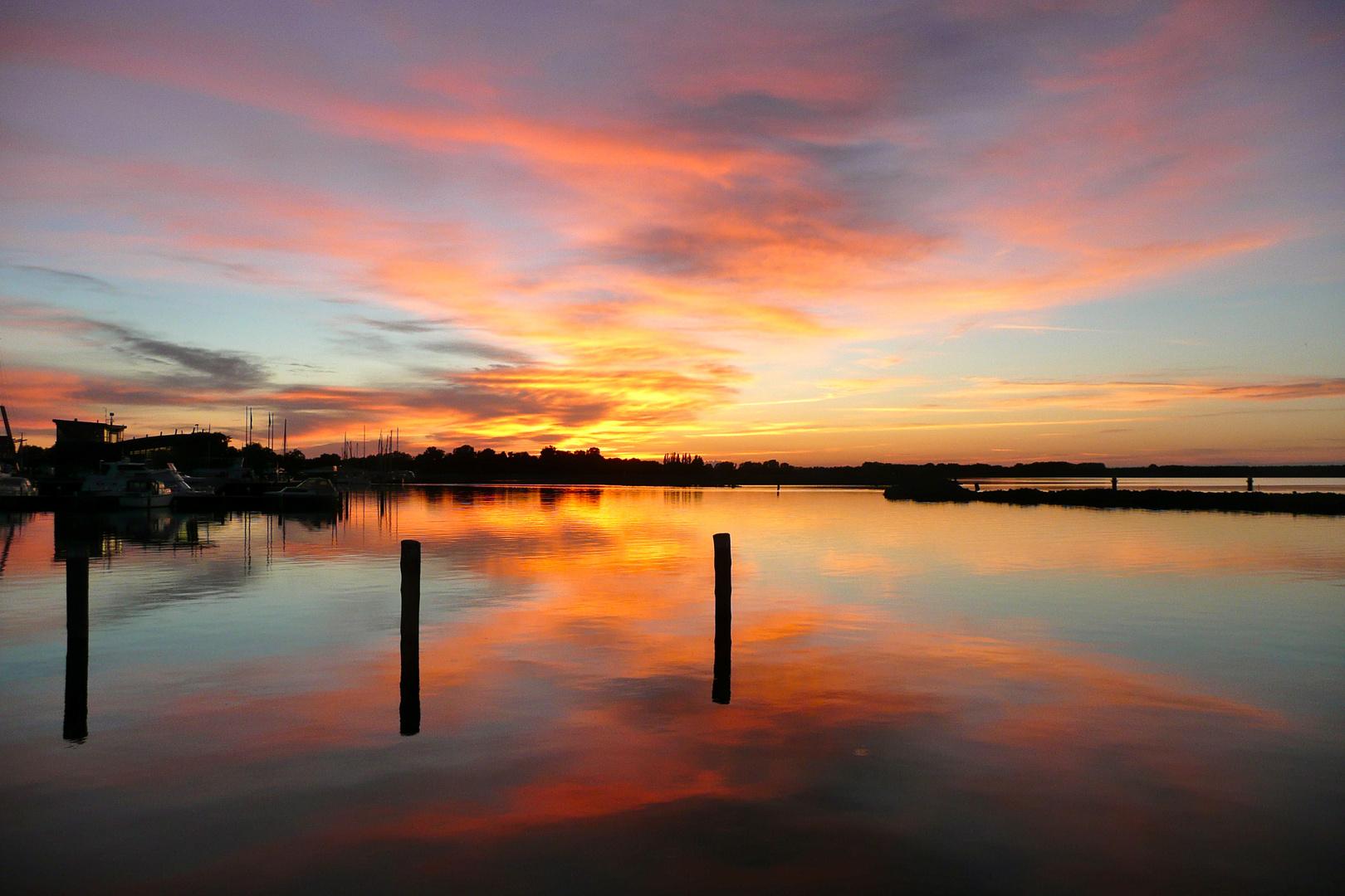 Sonnenuntergang im Barther Hafen