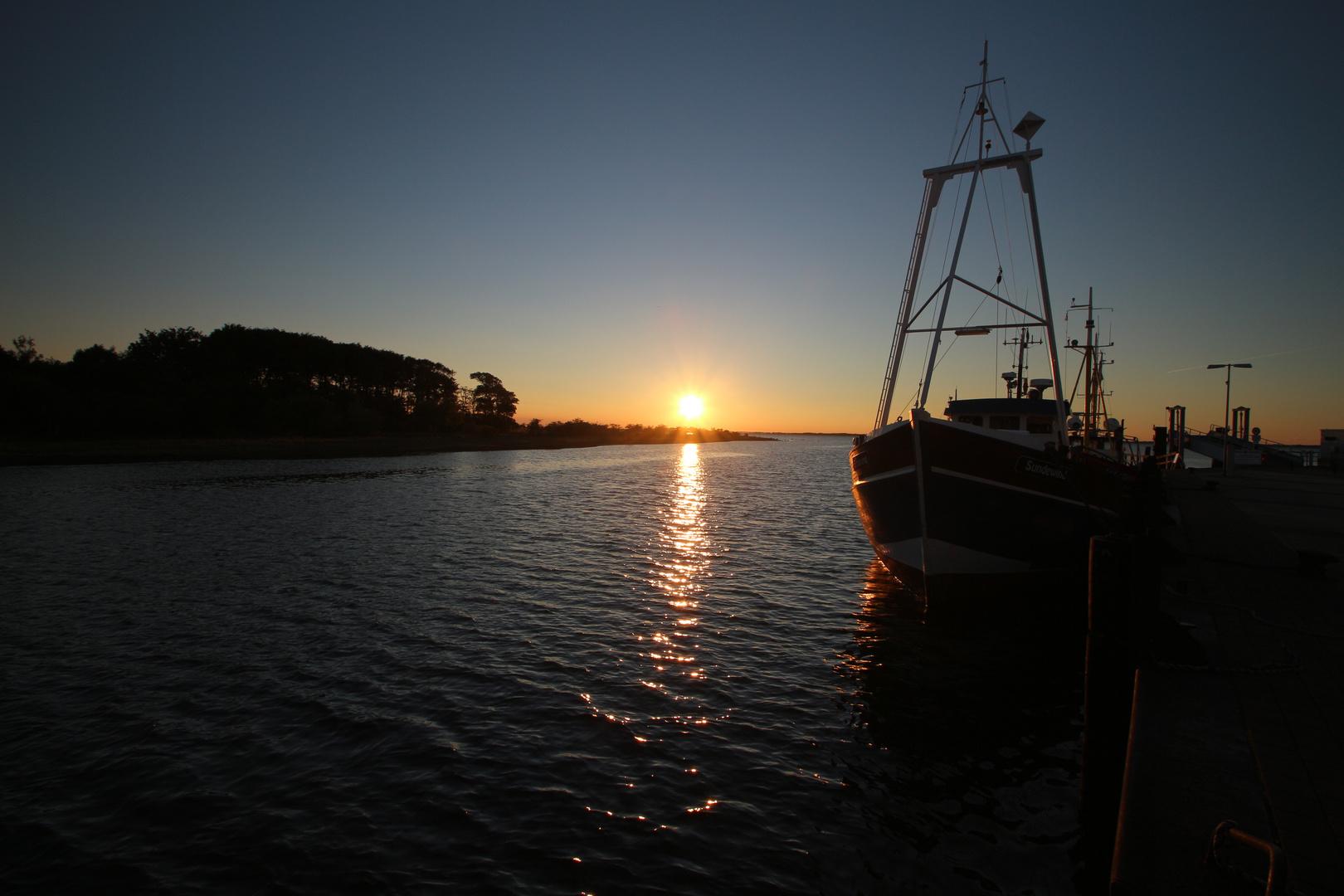 Sonnenuntergang im Hafen Schaprode