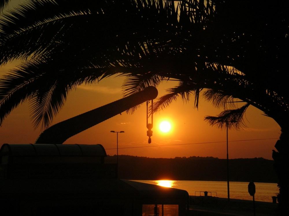 Sonnenuntergang im Hafen von Pula