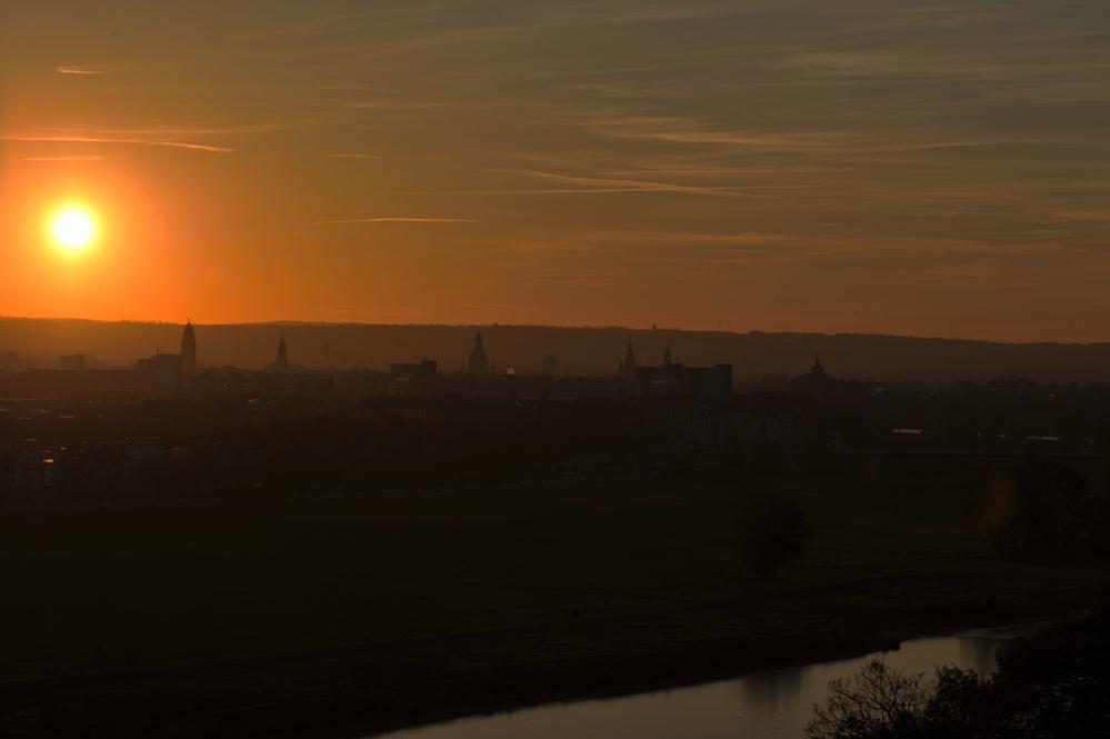 Sonnenuntergang im Herbst | Dresden | Skyline im Zemtrum