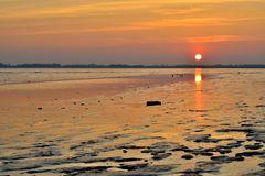 Sonnenuntergang im Watt.