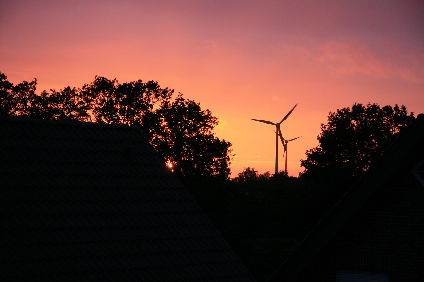 Sonnenuntergang im Wohngebiet