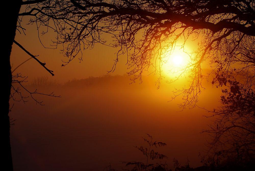 Sonnenuntergang in den letzten Stunden des Jahres