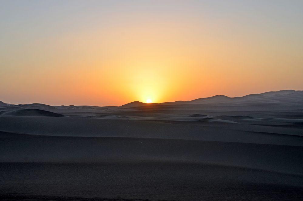 Sonnenuntergang in den Sanddünen um Huacachina