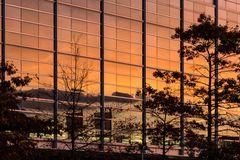 Sonnenuntergang in der Glasfassade