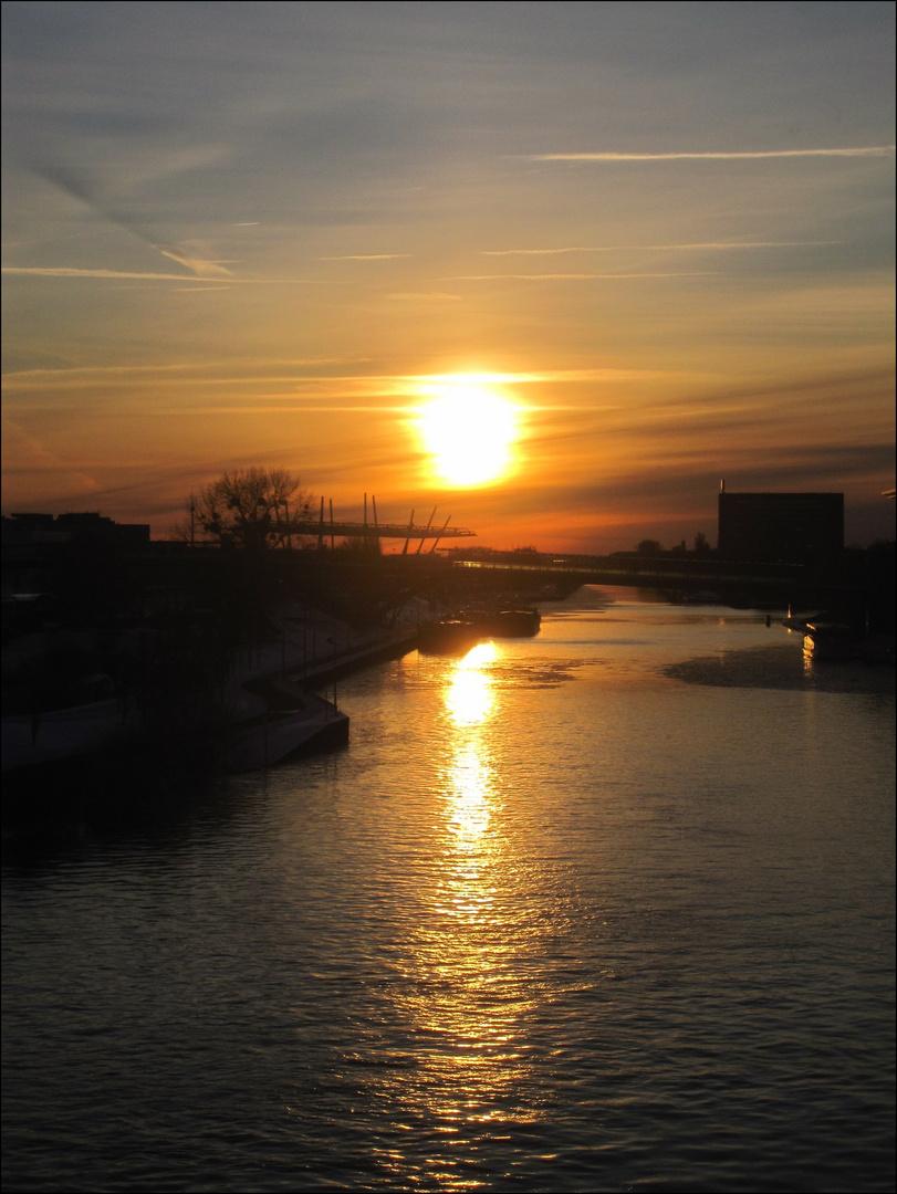 Sonnenuntergang in der Heimatstadt des VW´s.