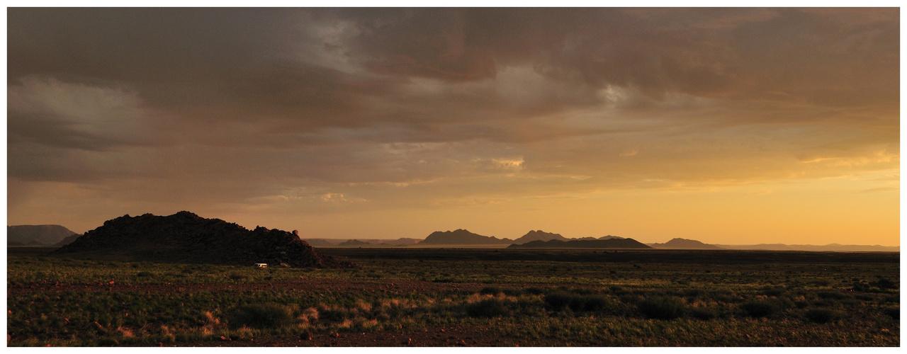 Sonnenuntergang in der Namib Wüste bei Sesriem
