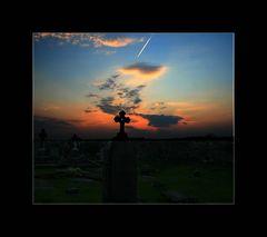 Sonnenuntergang in Kilfenora Cathedral am Friedhof....