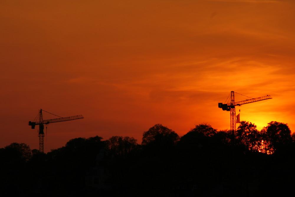 Sonnenuntergang mit Krahn