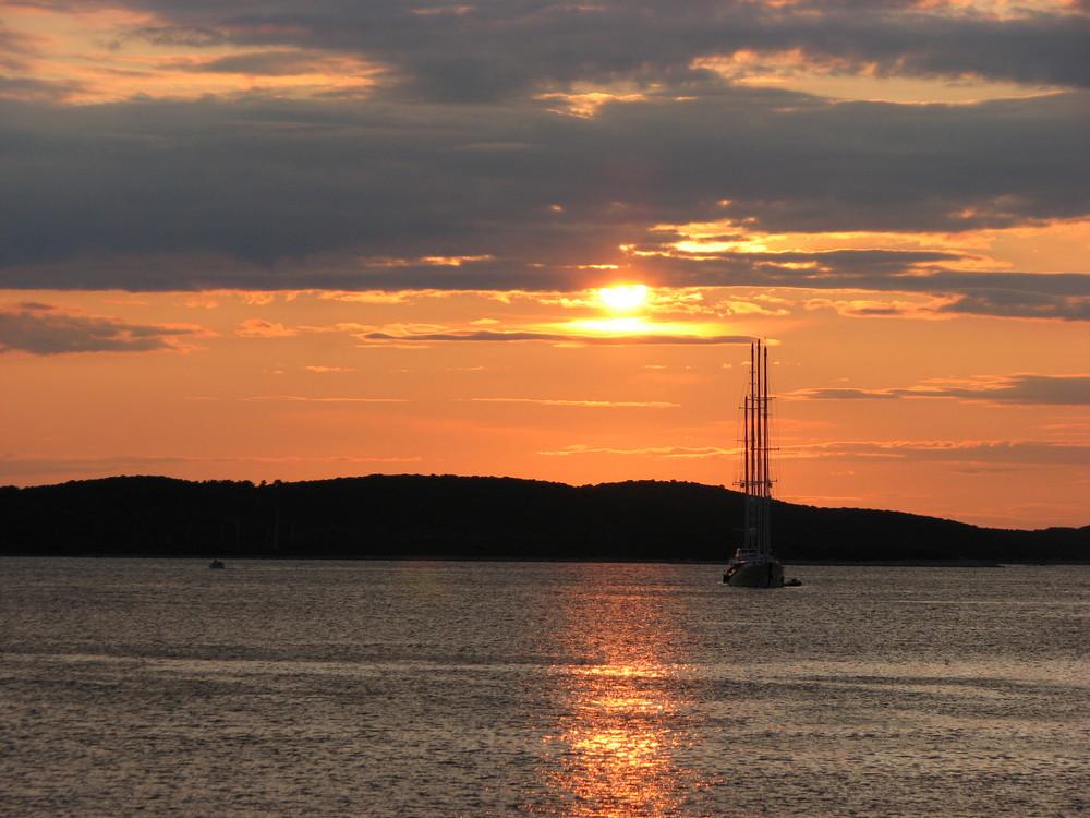 Sonnenuntergang mit Viermaster