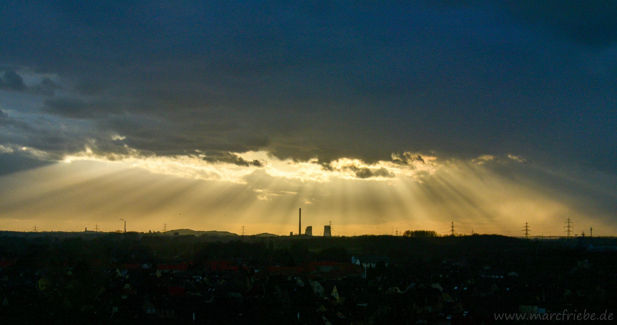 Sonnenuntergang nach starkem Regen Halde Hamm Lippepark