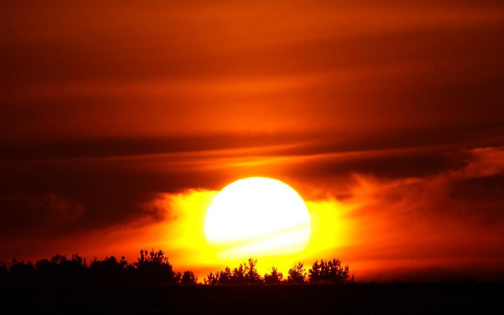 Sonnenuntergang - Sonne beim Bodenkontakt