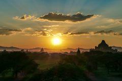 ...Sonnenuntergang über Bagan...