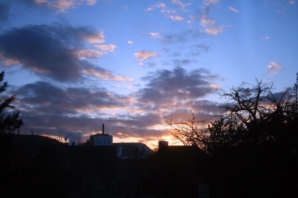 Sonnenuntergang über dem Kalibergwerk in Bokeloh