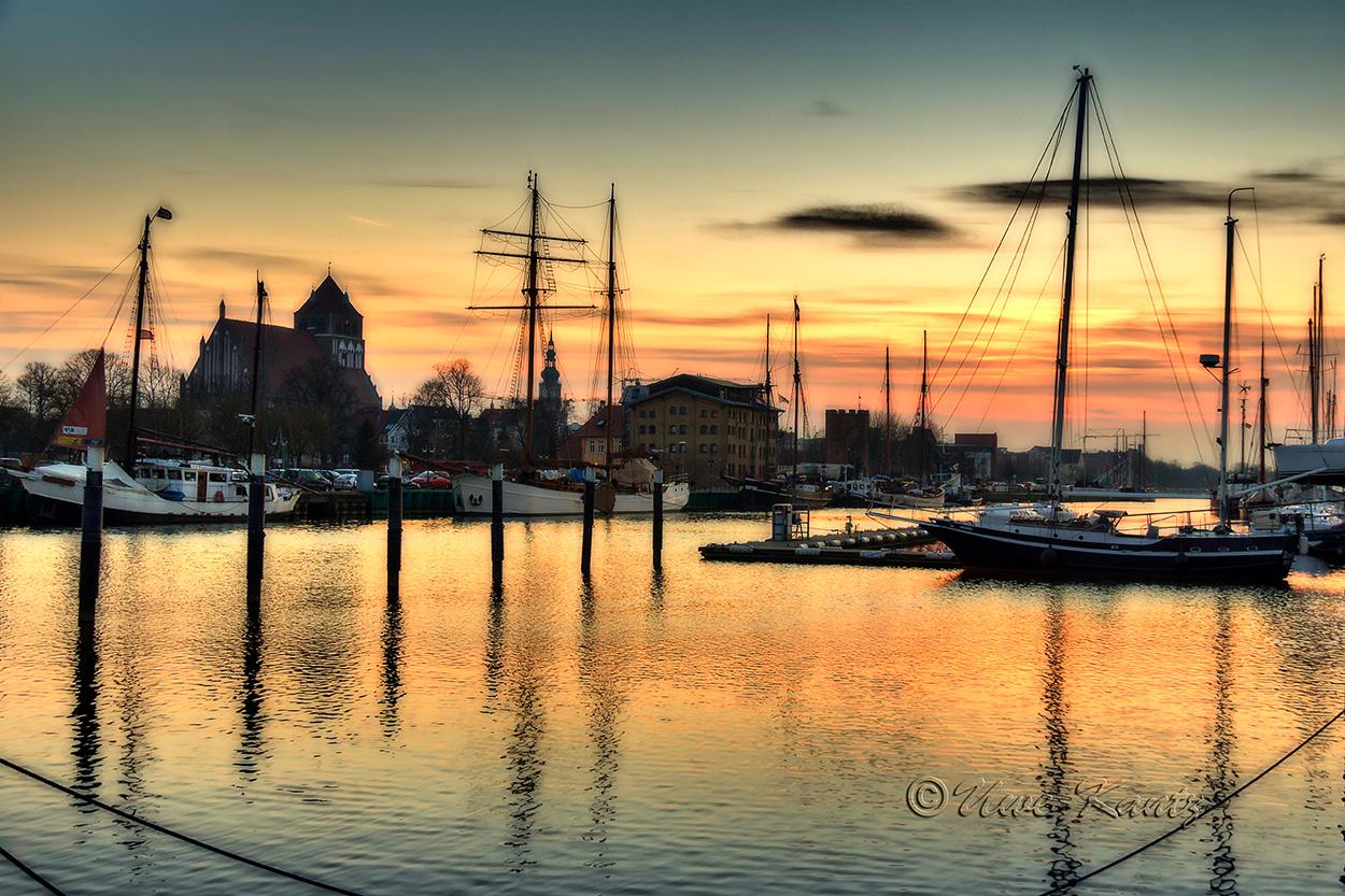 Sonnenuntergang über dem Museumshafen