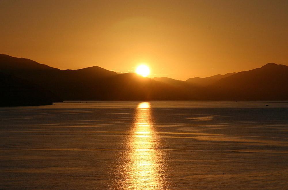Sonnenuntergang über dem Tory Channel