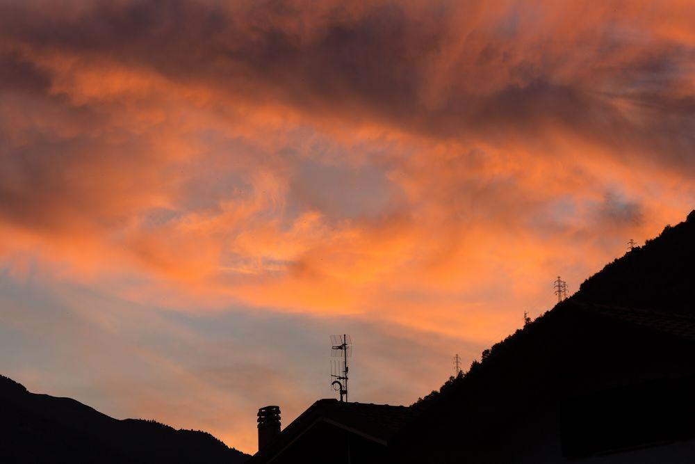 Sonnenuntergang über den Bergen von Domaso