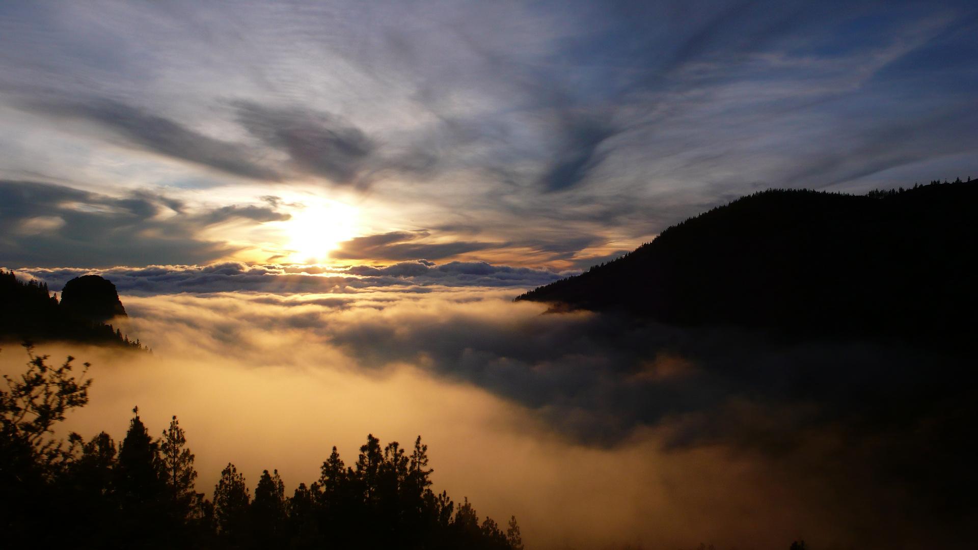 Sonnenuntergang über Den Wolken Foto & Bild