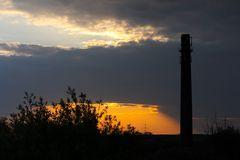 Sonnenuntergang über der ehemaligen Ziegelei in Sachsenhagen