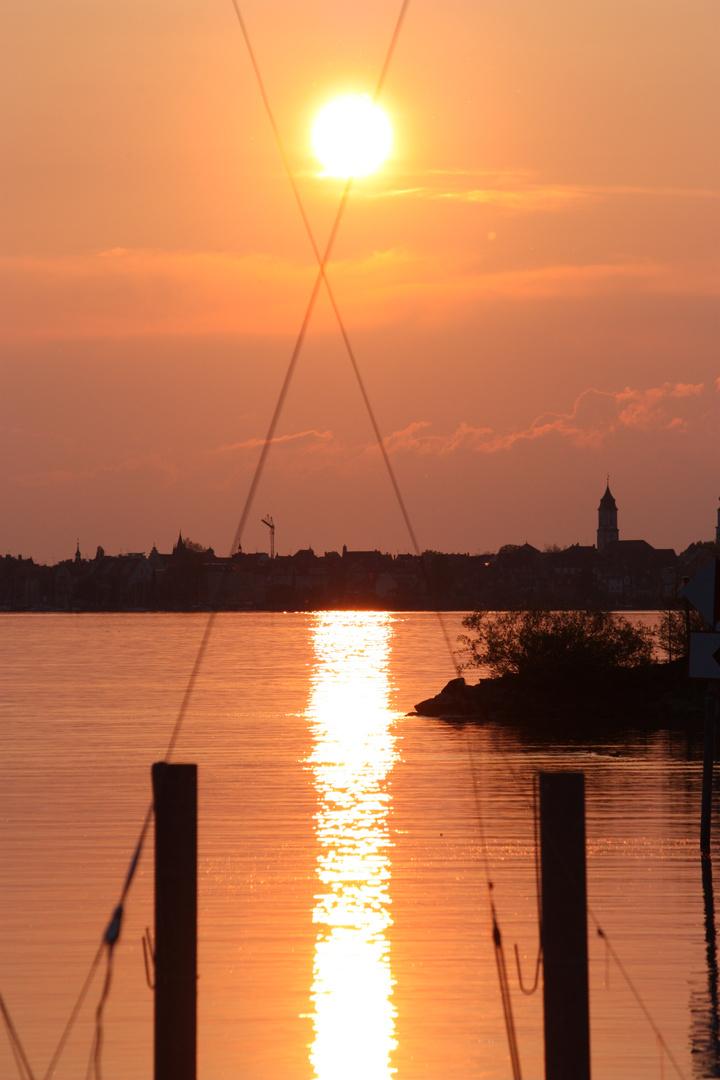 Sonnenuntergang über der Insel Lindau (Bodensee)