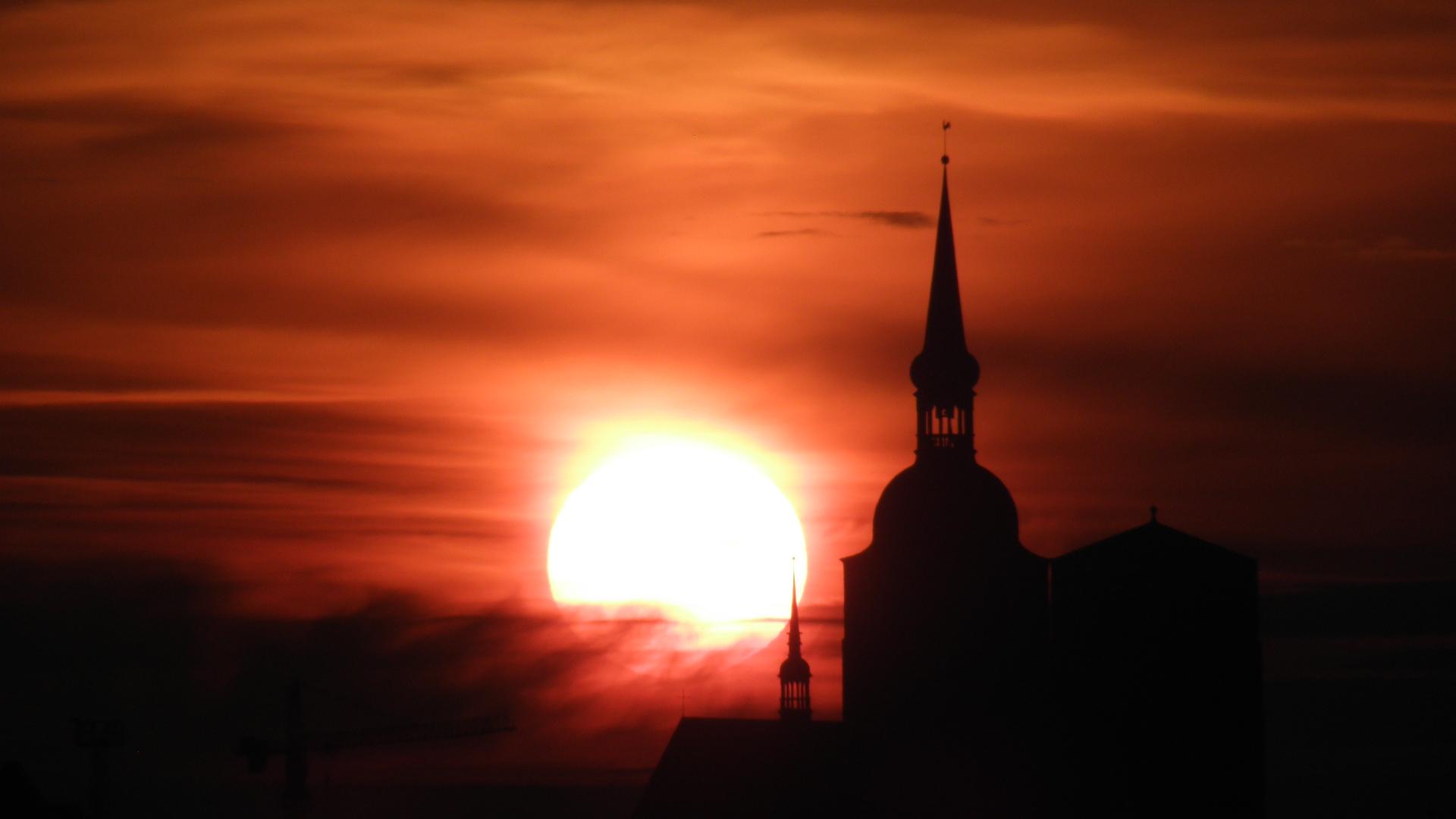 Sonnenuntergang über der Nikoleikirche